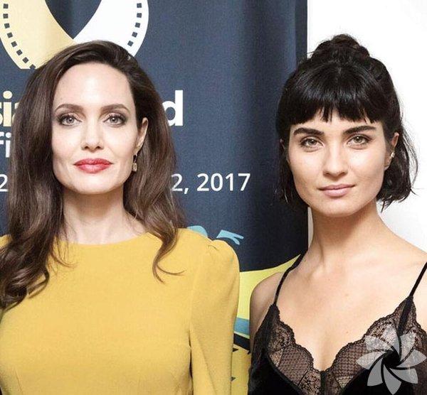 Tuba Büyüküstün ve  Angelina Jolie ile bir araya geldi...