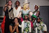Madonna 6 çocuğuyla mutluluk pozu verdi