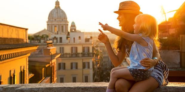 Akıllı annenin seyahat çantasında bulunması gereken 6 şey