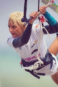 Ünlülerin son gözde sporu: Uçurtma sörfü