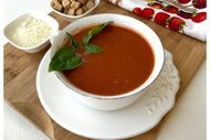 Pestolu domates çorbası