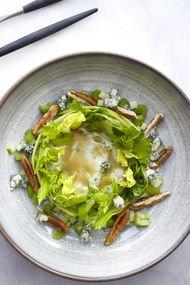 Ramazan ayına özel pikan cevizli yeşil salata