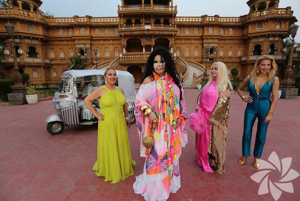 Merakla beklenen ilk bölümde Bülent Ersoy, Banu Alkan, Safiye Soyman ve Burcu Esmersoy'un yer aldığı kadronun ilk durağı Hindistan oldu.