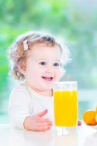 Bebeklere meyve suyu verilmeli mi?