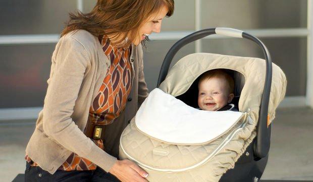Bebek koltuğunu taşımanın doğru yolu