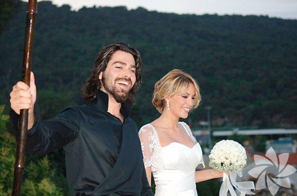 2008 yılında Büyükada'da evlenen ve 2012 yılında boşanan Gamze Özçelik - Uğur Pektaş çifti hakkında geçtiğimizaylarda barışma haberleri çıkmıştı.Boşandıktan 6 yıl sonra barışan Gamze Özçelik ve Uğur Pektaş yeniden evleniyor. Çift, aralık ayında düğün yapacak.
