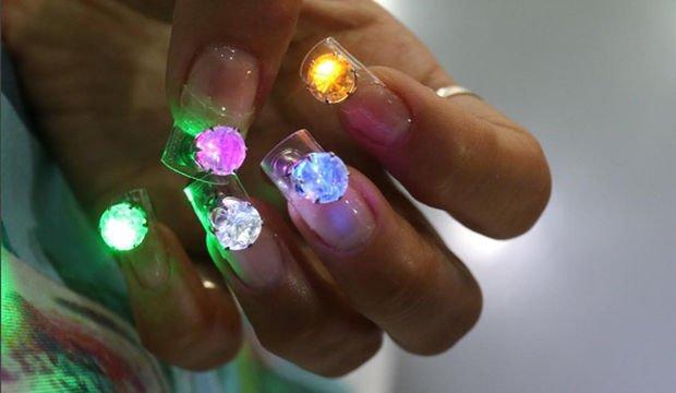 Yeni trend: LED tırnaklar