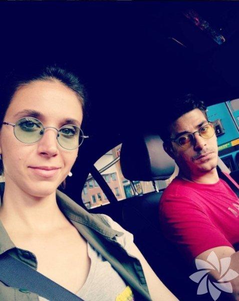 Alper Saldıran ile evli olan Pınar Tuncegil oyunculuğun yanında pazarda çanta tezgahı açmaya başladı.