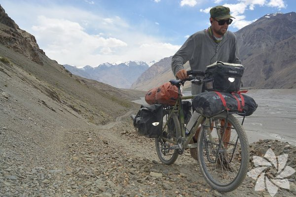 Bisikletiyle en uzun seyahatini 255 km ile Avustralya'da gerçekleştiren Lars, bulunduğu en soğuk yerin Türkiye'nin en doğusu olduğunu ve burada -25 dereceyi iliklerine kadar hissettiğini belirtiyor.  Fotoğraf:Bartang Vadisi,Tacikistan,2016