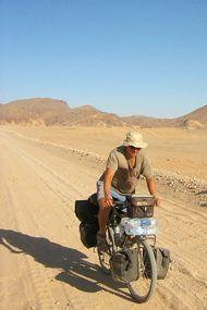 7 yılda bisikletle 100 ülke gezdi!