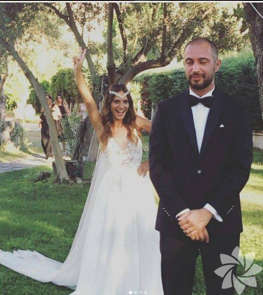 Nilay Deniz, uzun bir süredir birlikte olduğu görüntü yönetmeni Erçin Karabulut ile evlendi.