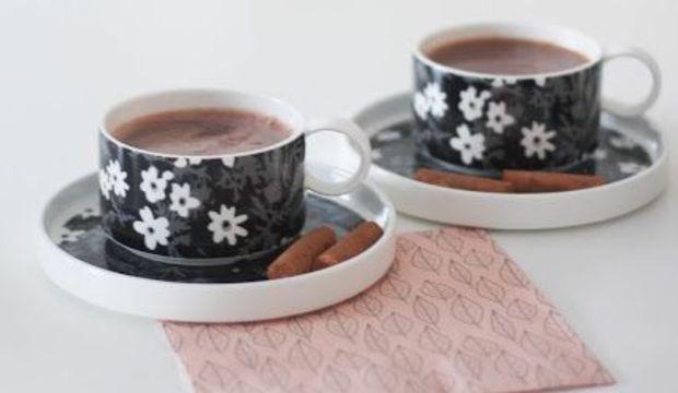 İki orta şekerli kahve