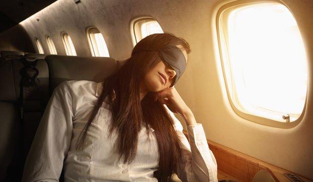 Uçak seyahatlerinde gözünüze iyi bakın!