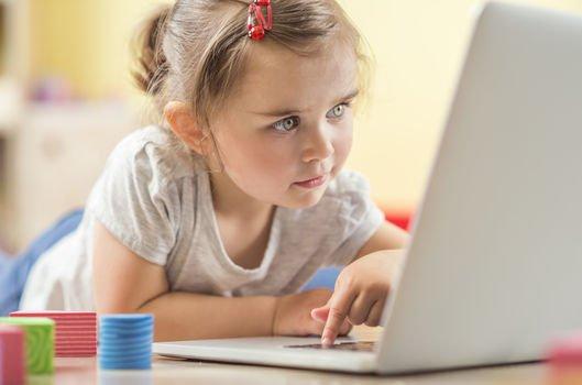Çocuklarda kontrolsüz internet kullanımı kaygı bozukluğu nedeni