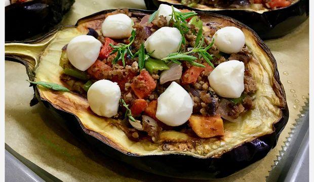 Fırında mozarellalı bostan patlıcan yemeği