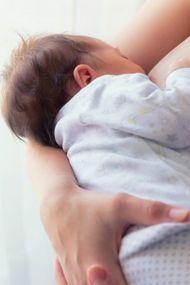 Grip olan annelere 7 emzirme kuralı!