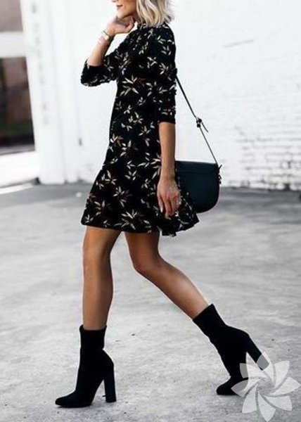 Çorap botların en güzel yanı giydiğiniz kıyafet ne olursa olsun kıyafetin tüm havasını değiştirmesi! Kısa çiçekli bir elbiseyi şık bir parti kıyafetine çevirmek çorap botlarla bu kadar kolay.