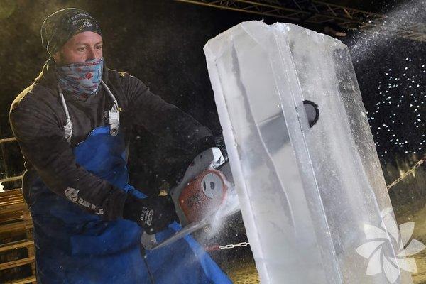 İskoçya'nın buzdan heykelleri