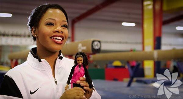 Gabby Douglas Jimnastik yarışmasında tüm bireysel kategorileri kazanan ilk siyahi kadın olan Gabby Douglas, Barbie'nin hazırladığı Kadın Kahramanlar serisinde yer aldı.