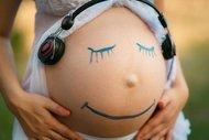 Hamileyken dinlenen müziklere dikkat!