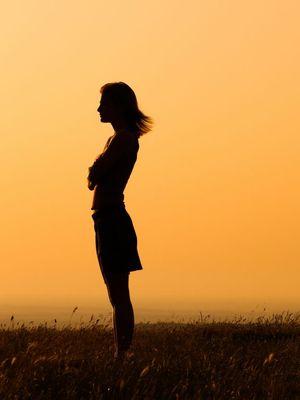 Tek başına bir kadın