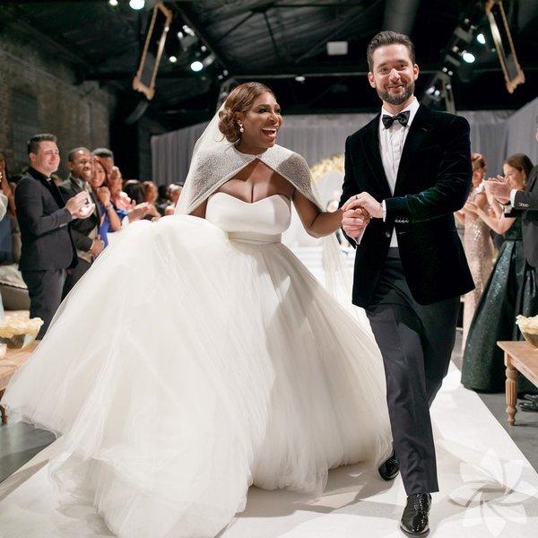 Serena Williams ve Alexis Ohania, New Orleans Çağdaş Sanatlar Merkezi'nde yapılan 'Güzel ve Çirkin temalı' düğün töreniyle evlendi.
