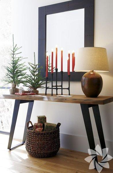 Yeni yılın dekorasyon trendleri arasında ahşap mobilyalar yerini aldı. Ahşap mobilyalar, doğallığıyla, özgün ve yeni tasarımlarıyla yeni yılın vazgeçilmezlerinden olacak.