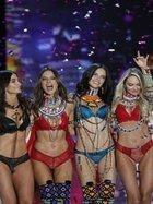 Victoria's Secret melekleri podyuma çıktı!
