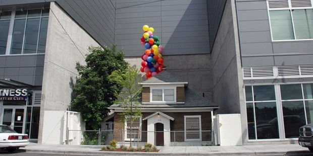Kentsel dönüşüme karşı çıkıp yalnız kalan evler