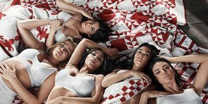 Kardashian'lardan iç çamaşırı tanıtımı