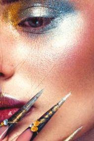 Geleceğin makyajı: Holografik trend