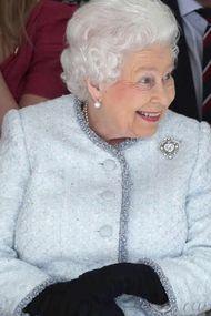 Kraliçeden Londra Moda Haftası'na sürpriz ziyaret!