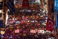 Binlerce kadın şiddet ve istismara karşı yürüdü