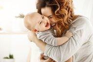 Kucaklanmak bebeklerin DNA'sını değiştiriyor